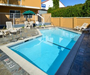 Comfort Inn Castro Valley - Lounge in our pool