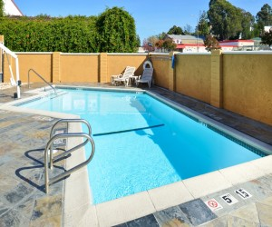 Comfort Inn Castro Valley - Relax in our pool